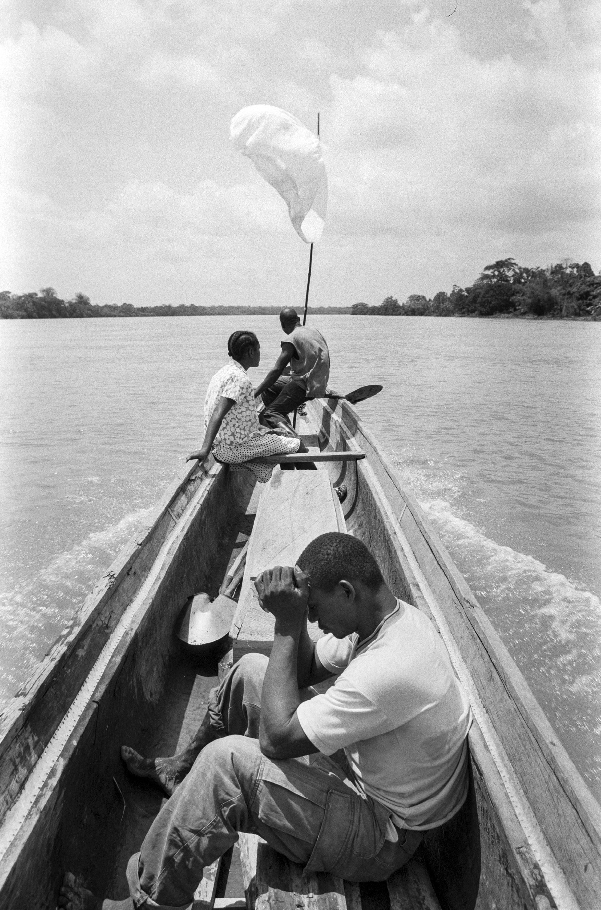 Aniceto, Ubertina y Clirio en el Río Atrato, 2002